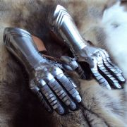 Medieval Articulated Gauntlets
